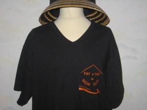 Noir avec le logo du site : 10 euros Taille : S-M-L-XL